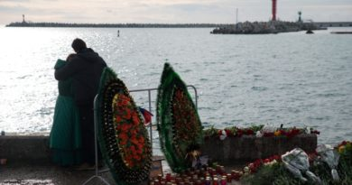 epa05688509 Residents of Sochi grieve for the victims of Tu-154 plane crash in the Black Sea outside Sochi, Russia, 26 December 2016. 92 persons were on board, including  65 members of the Alexandrov Song and Dance ensemble, eight crew members, nine Russian journalists as well as Russian civil activist, Doctor Yelizaveta Glinka (Doctor Liza). No survivors have been found.  EPA/YEVGENY REUTOV