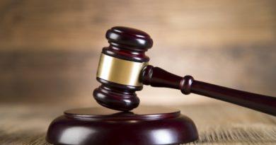 Съдът остави в ареста 17-годишния, нападнал учител в Садово