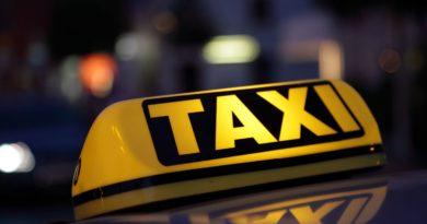 Шофьор на такси блъска клиентка: Не те ли е срам, бе, боклук?!