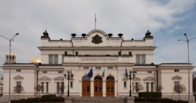 Гледат докладите на антикорупционната комисия и КЕВР
