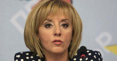 Манолова: В България се изоставят по три деца на ден