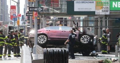 epa05972521 Emergency workers work at the scene after multiple people were injured when a vehicle struck numerous pedestrians in Times Square in New York City, New York, USA, 18 May 2017. Reports indicated that the vehicle was possibly speeding when it drove up onto the sidewalk striking the pedestrians.  EPA/GARY HE