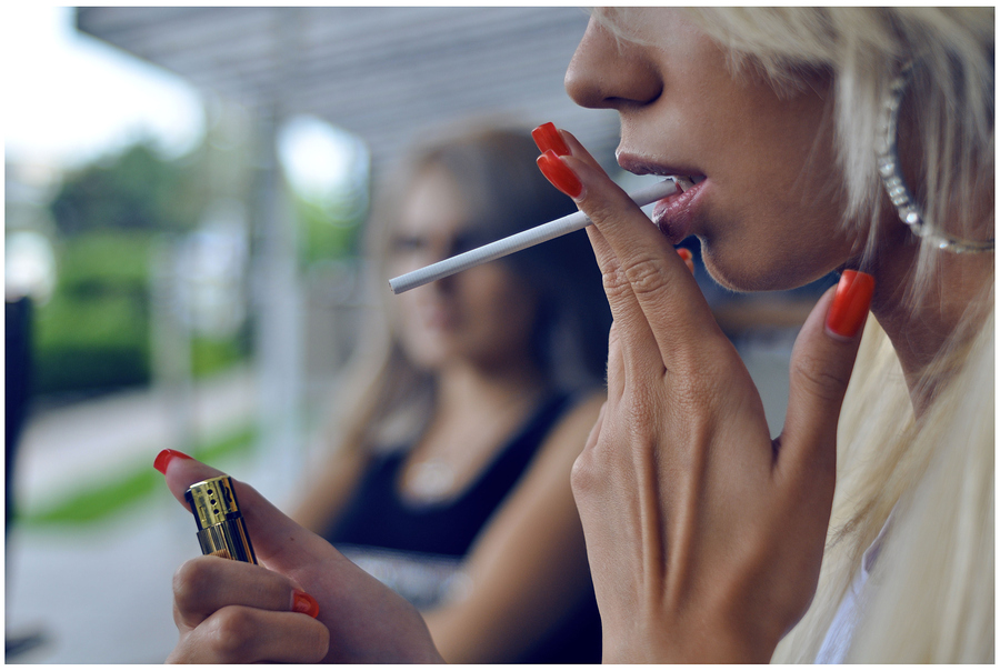 жена пушач