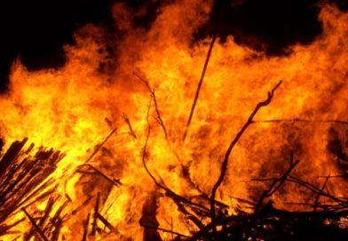 Пожарът над Карлово пак се разгоря, лесничеи твърдят, че е умишлен
