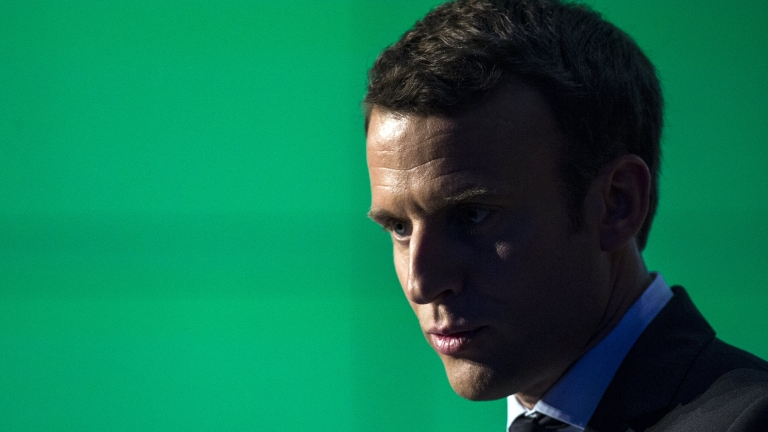 epa05906488 2017 French presidential election candidate from the centrist 'En Marche!' (Onward!) political party, Emmanuel Macron delivers a speech at the French Start Up meeting in Paris, France, 13 April 2017.  France holds the first round of the 2017 presidential elections on 23 April 2017.  EPA/ETIENNE LAURENT
