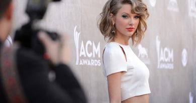 Тейлър Суифт се оплака, че не ѝ разрешават да пее старите си хитове