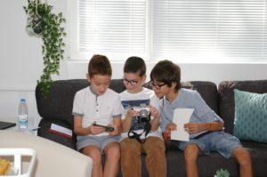 Анди, Тервел и Камен Младши по време на творческата работилница