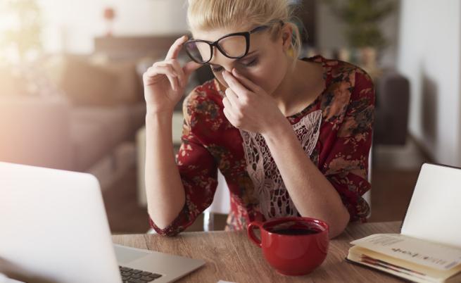 жена умора работа стрес главоболие
