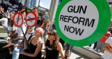 Масови протести във Флорида с искане за по-строг контрол върху оръжията