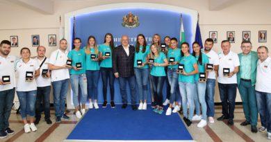 Министър Кралев награди волейболните ни националки за спечелените Златна Европейска лига и Междуконтинентална Чалънджър Купа