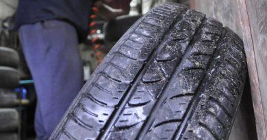 КЗП започва проверки на търговците на зимни гуми и фарове за мъгла