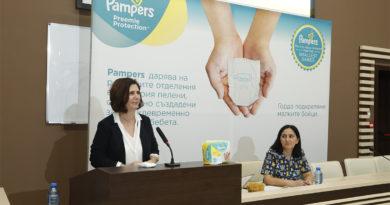 Pampers дарява най-малките пелени в историята на бранда, създадени за  недоносени бебета