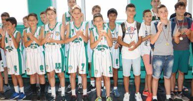 Министър Кралев откри ремонтираната зала  по баскетбол във Варна