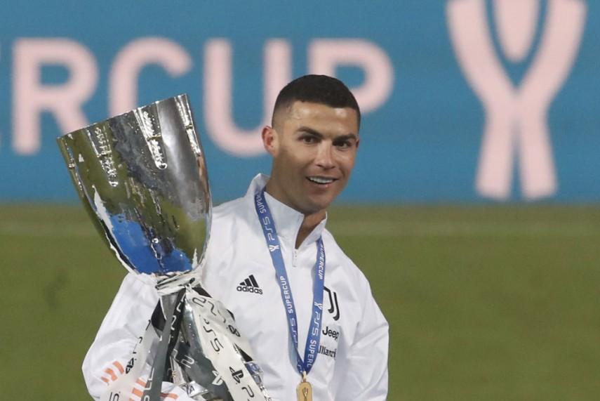 Ronaldo-Supercoppa-Trophy-A_571_855