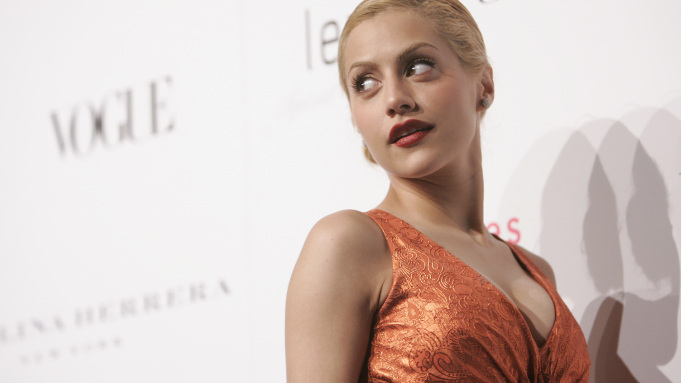 Actress Brittany Murphy arrives for a cocktail party celebrating the opening of the Carolina Herrera Los Angeles Boutique and raising funds for The Revlon/UCLA Breast Center Monday, Nov. 13, 2006, in Los Angeles. (AP Photo/Danny Moloshok)