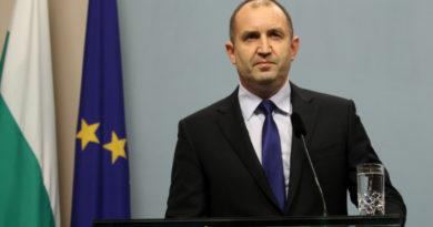 Президентът Румен Радев ще участва в отбелязването на Празника на военните парашутисти